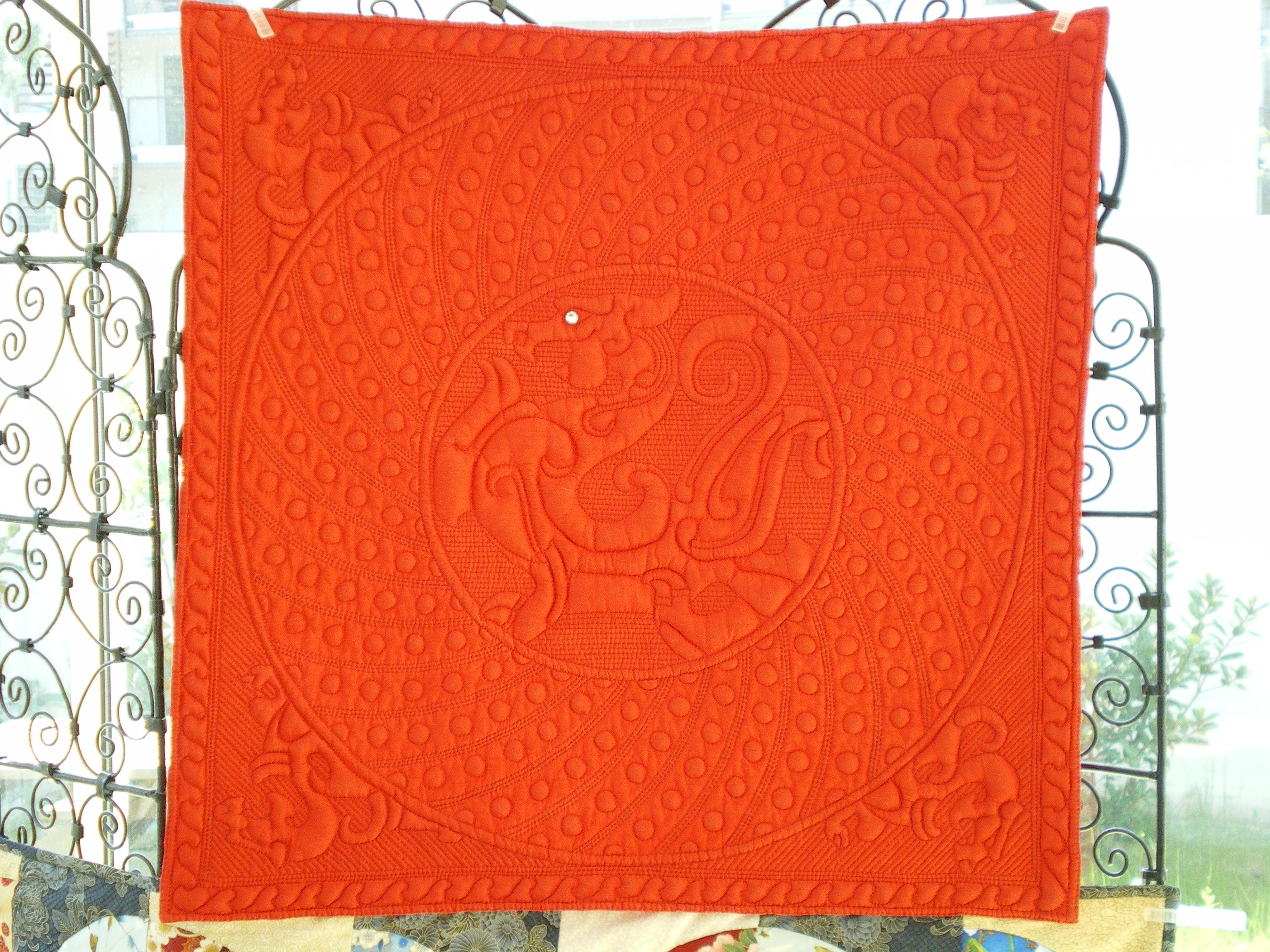 Dragon de soie rouge, création D. Fave